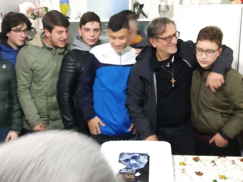 Quadrelle   Festa grande per don Aniello Manganiello. Video e Foto